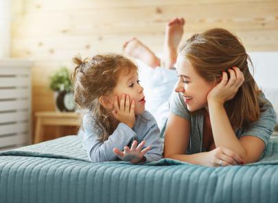 L'écoute active, pilier de l'éducation positive