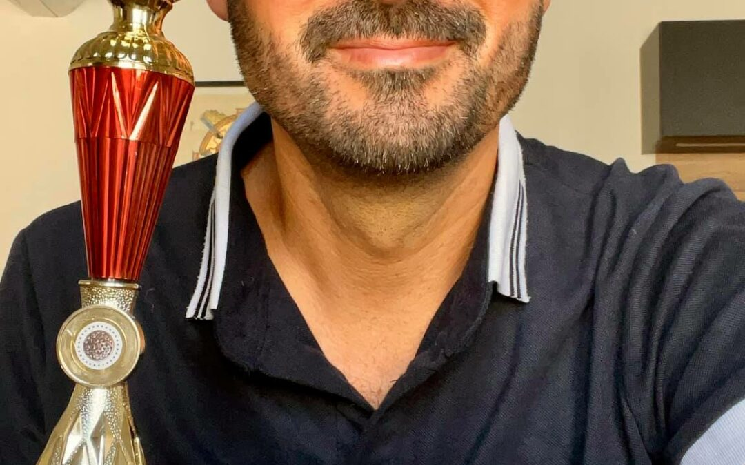 Trophée de l'éducation à la paix décerné par bonneheure.tv à Julien Peron remis à la féderation française des clubs UNESCO